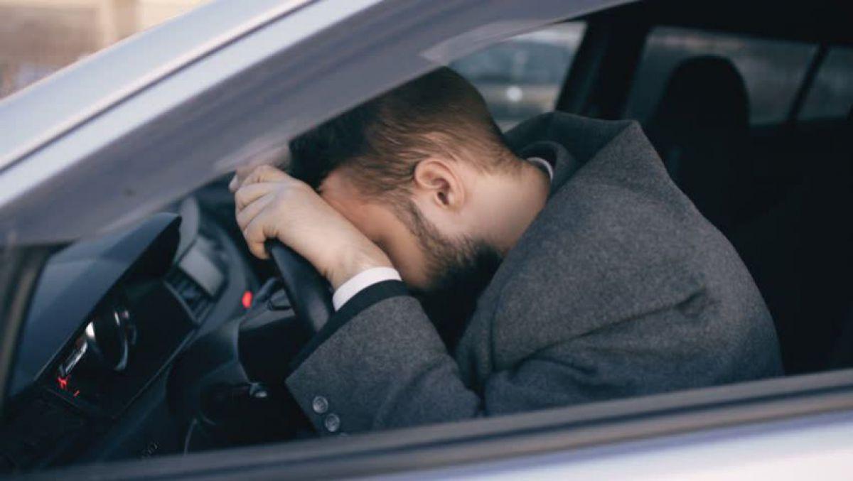 Treziți-vă până nu veți adormi în stația de autobuz sau mai rău, la volan în plin trafic!